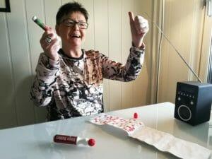 FULL UTTELLING: 104.000 kroner er utbetalt til Ruth Moren etter onsdagens radiobingo i HamarRadioen. Hun fikk bingo på lykketallet 79.