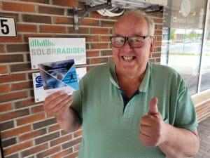 ÅRETS VINNER: Roger Jacobsen vant gavekortet på 10.000 kroner fra Sport 1 i Lokalradioene i Innlandets sommerkonkurranse. Jacobsen er en ivrig lytter.